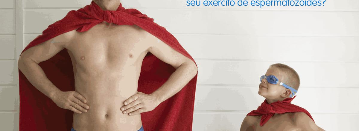 quando o congelamento de sêmen é recomendado? imagem de pai e filho vestidos com bermuda e capa de super herói