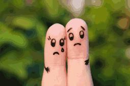 desenho em dedo de casal triste por não conseguir engravidar