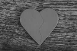 coração partido por ter sido laqueada sem autorização