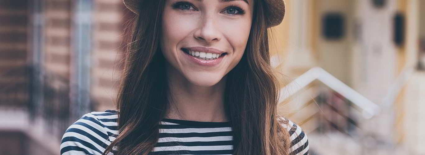 Mulher portadora de hidrossalpinge sorrindo