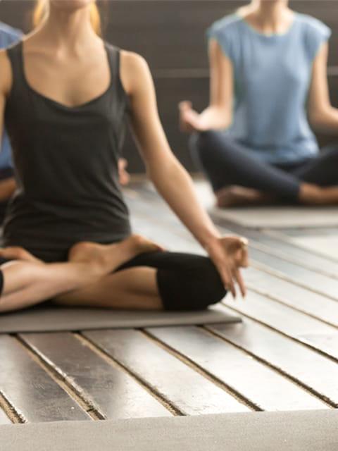 Yoga ajuda a manter o equilíbrio entre corpo e mente; e auxilia na gestação. Técnica é assunto do IVI Bem-Estar desse mês